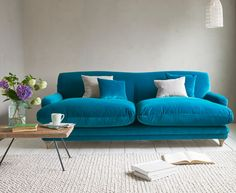 Meg: This sofa looks really comfy! One of my favourite sofa shapes so far. Like the colour too. Loaf's cosy Pudding sofa in a bright blue Real Teal velvet Turquoise Sofa, Living Room Turquoise, Teal Sofa, Blue Velvet Sofa, Blue Couches, Turquoise Kitchen, Velvet Chairs, Denim Sofa, Sofa Living
