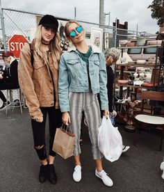 Hipster chic in London! The Sunglasses make this look complete Hipster Chic, Hipster Outfits, Cute Outfits, Fashion Outfits, Fashion Trends, Disney Fashion, Hipster Fashion, Fashion Weeks, Vintage Fashion