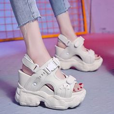 Moda Sneakers, Casual Sneakers, Fashion Boots, Sneakers Fashion, Kawaii Shoes, Narrow Shoes, Aesthetic Shoes, Hype Shoes, Sandals Outfit