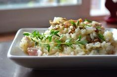 Chicken Risotto is a rich and delicious recipe with an unconventional method that uses long grain white rice instead of arborio. Great Recipes, Dinner Recipes, Favorite Recipes, Chicken Risotto, How To Cook Chicken, Cooked Chicken, I Foods, Love Food, Chicken Recipes
