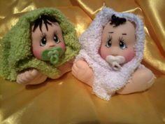 Bebê na toalha em biscuit - bola de isopor de 25mm para cabeça