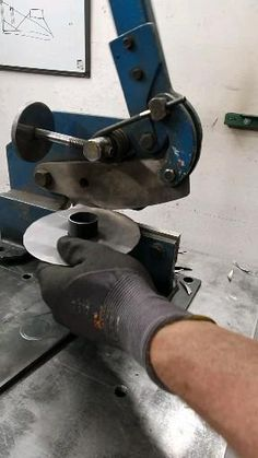 Sheet Metal Tools, Metal Bending Tools, Metal Working Tools, Metal Projects, Welding Projects, Cool Tools, Diy Tools, Sheet Metal Bender, Metal Fabrication Tools