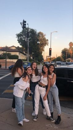 summer outfits for teenagers Cute Friend Pictures, Best Friend Pictures, Cute Photos, Friend Pics, Bff Pics, Beach Photos, Beautiful Pictures, Shooting Photo Amis, Fotografia Retro