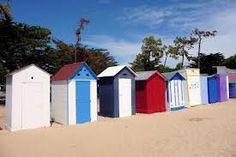 Cabanes de plage sur l'île d'oléron.                      www.hotel-lenautile.fr
