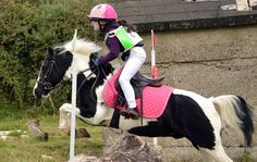 Check out these fabulous pictures of tiny tots enjoying time with their ponies from Horse & Hound. Horses And Dogs, Cute Horses, Pretty Horses, Beautiful Horses, Stick Horses, Pony Horse, Horse Tack, Equestrian Outfits, Horse Pictures