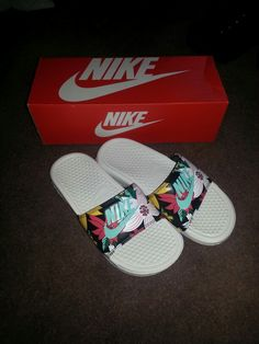 Nike benassi pool sliders...flowers!!!!! ❤☀