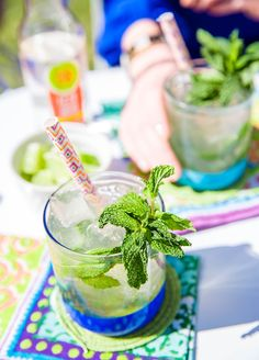 Keep your Friendsday NIght light with this IZZE Skinny Mojito.  INGREDIENTS:  2 oz IZZE Sparkling Water Beverage Mandarin Lime  ½ oz cane syrup  6 mint leaves  1 ½ oz spiced black rum   RECIPE:  Add all ingredients to shaker, sans IZZE Sparkling Water Mandarin Lime. Shake and strain into a ice-filler glass. Top with IZZE Sparkling Water Beverage Mandarin Lime. Garnish with fresh mint.