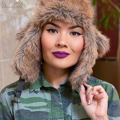 Esta EXPERTA en todo lo relacionado con el maquillaje y la belleza, que sabe que nada te mantiene cálida (y chic) como un sombrero de piel.   21 Señoritas con estilo que te darán ganas de convertirte en una persona que usa sombreros