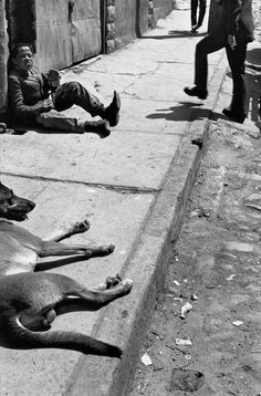 Sergio Larrain CHILE. Valparaiso. 1963.Image ReferenceLAS1963008W00082 / 19A20(PAR21400) © Sergio Larrain / Magnum Photos