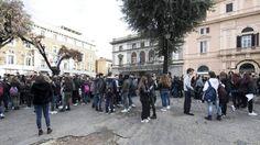 Terremoto en Italia: tres fuertes temblores sacuden el centro del país El seísmo se siente en Roma y obliga a desalojar el metro de la capital italiana    Internacional   EL PAÍS