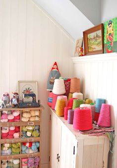 rosehip blog - WANT this yarn storage case!  Awesome.