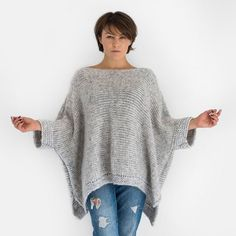 Grey oversized alpaca knit sweater with short sleeves If you are looking a guaranteed warmth, comfort and style, you'll find them in this oversized sweater with short sleeves hand knitted from super soft alpaca blend yarn. Vogue Knitting, Free Knitting, Knitting Patterns, Crochet Patterns, Knitting Sweaters, Knitting Scarves, Crochet Scarves, Knitting Ideas, Knitting Designs