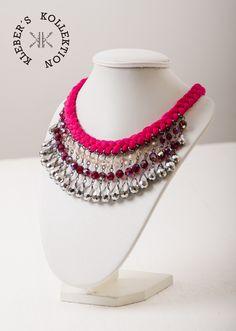 4dc758393290 Collar trenzado en hilos de algodón fucsia combiando con cristales rosa