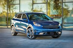 We teamed up with @Kia to show you 7 ways the 2017 #KiaNiro compact crossover was designed to make your life easier.