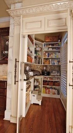 Can we just say Dream Kitchen Pantry ! counter inside pantry to store appliances Butler Pantry, My New Room, Home Interior, Interior Design, Interior Ideas, My Dream Home, Home Projects, Home Kitchens, Dream Kitchens