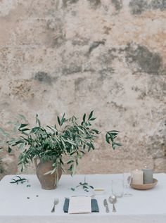 Simple Organic Tablescape | Organic Outdoor Wedding in Italy