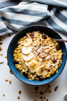 Pumpkin Overnight Oats with Cinnamon Cashew Cream and dried cranberries! A vegan pumpkin overnight oats recipe to make this Fall. Easy gluten free breakfast