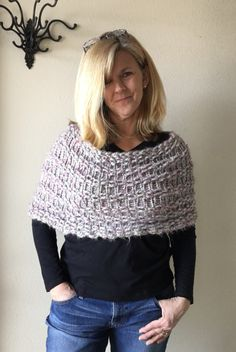 Simple Capelet - a loom knit pattern by DaynaScolesDesigns on Etsy https://www.etsy.com/listing/221756351/simple-capelet-a-loom-knit-pattern