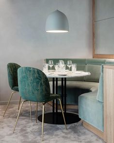 """3,584 Me gusta, 30 comentarios - GUBI (@gubiofficial) en Instagram: """"The atmosphere at @flora_danica is characterised by a pleasant green palette supplemented with…"""""""