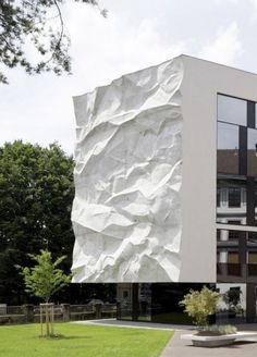 http://www.archdaily.com/426000/high-school-crinkled-wall-wiesfle...