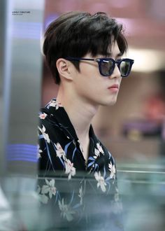 Suho - 160828 Incheon Airport, departing for Hawaii Credit: Lovely Creature. (인천공항 출국)
