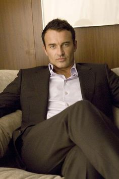 Hotness personified. Julian McMahon?
