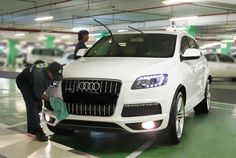 GeoWash operators detailing an Audi Q7