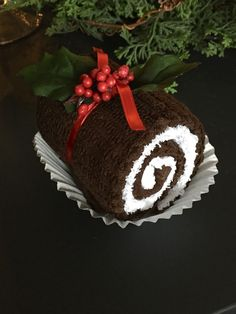 Best 11 swiss roll gift idea from washcloths! How clever is that! – Washcloth – Ideas of Washcloth – swiss roll gift idea from washcloths! How clever is that! Christmas Makes, Perfect Christmas Gifts, Christmas Fun, Handmade Home, Towel Animals, How To Roll Towels, Christmas Towels, Towel Cakes, Neighbor Gifts