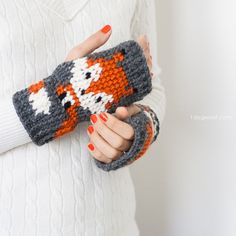 Cute fox fingerless gloves crochet pattern, FREE pattern | www.1dogwoof.com