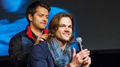 Misha playing with Jared's hair.  Jensen and Jared convention panel at VegasCon 2013
