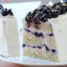 Blueberry Lemon Icebox Cake @pankobunny⠀ *Save this recipe on our app! Link in bio.⠀ INGREDIENTS:⠀ 3 1/3 cups fresh blueberries⠀ ½ cup sugar⠀ 2 tbsp water⠀ 1 tbsp lemon juice⠀ LEMON LAYER:⠀ 226g mascarpone cheese, room temperature⠀ ¾ cup confectioner's sugar⠀ zest from 1 lemon + extra, for topping⠀ 50g white chocolate, grated into fine pieces + extra for topping⠀ 2 cups whipping cream⠀ 1/2 cup lemon curd⠀ 1 vanilla pound cake⠀ FULL RECIPE -> Tastemade.com⠀ #blueberry #lemon #cake #iceboxcake…