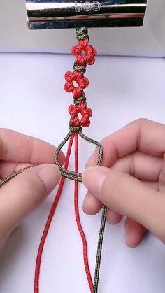 Diy Bracelets Patterns, Diy Friendship Bracelets Patterns, Diy Bracelets Easy, Diy Crafts Jewelry, Diy Crafts For Gifts, Bracelet Crafts, Macrame Bracelet Diy, Macrame Patterns, Bracelet Tutorial