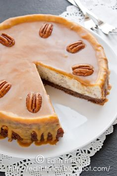 caramel and pecan nuts cheesecake Peach Yogurt Cake, Baking Recipes, Cake Recipes, Caramel Cheesecake, Breakfast Dessert, Breakfast Ideas, No Cook Desserts, Mini Cheesecakes, Food Cakes