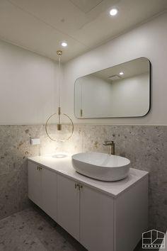 깔끔하고 군더더기 없는 용인 수지 동문굿모닝힐 5차 33py _ 이사 전: 홍예디자인의  욕실 Apartment Interior, Bathroom Interior, Interior Concept, Interior Design, Funny Bathroom Decor, Lobby Design, Bathroom Toilets, Bathroom Inspiration, Powder Room