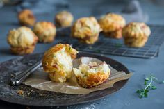 Matmuffins med tre deilige fyll | Coop Mega Pepperoni, Baked Potato, Muffins, Potatoes, Baking, Ethnic Recipes, Muffin, Potato, Bakken
