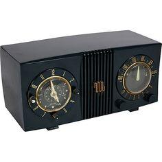 One Kings Lane Kishani Perera 1940s Vintage Clock Radio (€125) ❤ liked on Polyvore featuring home, home decor, clocks, vintage, filler, radio clock, vintage home accessories, vintage clock and vintage home decor
