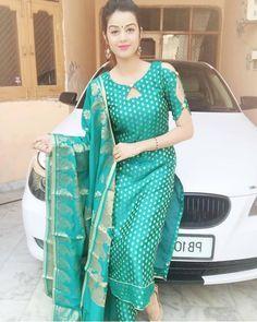 Neck Designs For Kurti - The handmade craft Punjabi Suit Neck Designs, Patiala Suit Designs, Salwar Neck Designs, Churidar Designs, Kurta Neck Design, Neck Designs For Suits, Sleeves Designs For Dresses, Kurta Designs Women, Dress Neck Designs