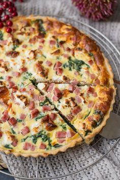 Quiche met spinazie en zongedroogde tomaat Quiche with spinach and sun-dried tomato lunch Quiches, Good Healthy Recipes, Snack Recipes, Healthy Food, Oven Dishes, Snacks Für Party, Quiche Recipes, No Cook Meals, Food Videos
