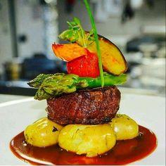 - Best DIY and Crafts Ideas Steak Dishes, Food Dishes, Fancy Food Presentation, Gourmet Food Plating, Good Food, Yummy Food, International Recipes, Food Design, Food Inspiration