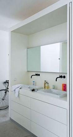 Possibility for our bathroom? Bathroom Inspiration, Interior Design Inspiration, Bathroom Ideas, Inside Home, Garage Storage, Apartment Interior, Amazing Bathrooms, Modern Classic, Modern Bathroom