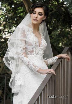Abito da sposa sartoriale modello 7009 della collezione Nadia Orlando prodotto dall'atelier Creazioni Elena