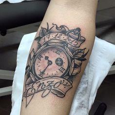 Reloj Tattoo, Clock Tattoo,  Love and Riot Tattoo Almeria, Spain tattooloveandriot@gmail.com