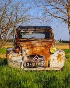 Photo Kustomblr Vintage Car Classic Car Antique Car Old Car Vintage Cars, Antique Cars, Painted Tires, Scrap Car, 2cv6, Auto Retro, Rusty Cars, Oldschool, Old Tractors