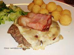 Cinco sentidos na cozinha: Hambúrgueres caseiros com queijo e bacon