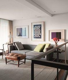 Sofá cinza: 85 ideias de como usar esse móvel versátil na decoração Living Room Sofa Design, Living Room Designs, Living Room Decor, Kitchen Cabinets Decor, Cabinet Decor, Cozy Sofa, Colorful Pillows, Minimalist Decor, Decoration