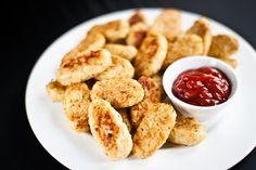 Jemnou chuť květáku podtrhněte parmezánem a česnekem a podávejte s bramborami nebo jen tak s kečupem; Greta Blumajerová