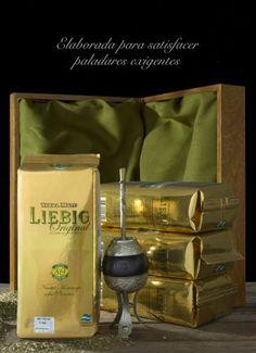 Liebig Fue concebida con el motivo del 80° aniversario de la fundación de la Cooperativa, en honor a sus pioneros.  Esta elaborada a partir de una selección especial de hojas verdes. Secada, estacionada, molida y envasada con el criterio propio de un producto Premium.