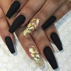 Nail art Christmas - the festive spirit on the nails. Over 70 creative ideas and tutorials - My Nails Gold Stiletto Nails, Black Gold Nails, Black Acrylic Nails, Best Acrylic Nails, Black Coffin Nails, Prom Nails, Long Nails, Trendy Nails, Cute Nails