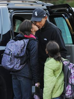 President Barack Obama today released an old picture of him and his young daughter Sasha, now in honor of father's day. Michelle Obama, Barack Obama Family, Malia Obama, Obama Daughter, First Daughter, First Black President, Mr President, Black Presidents, American Presidents