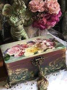 ⚓💎♾ Decoupage Vintage, Decoupage Box, Decoupage Furniture, Painted Furniture, Altered Boxes, Wood Crafts, Diy And Crafts, Wood Plank Art, Stencil
